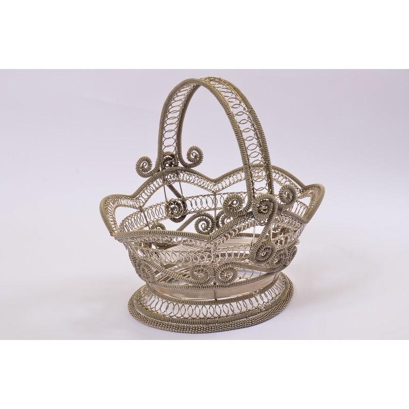 Košík oválny zdobený esíčkami