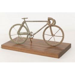 Bicykel na drevenom podstavci